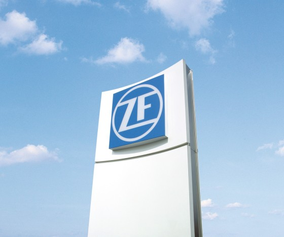 ZF Pylon UN 1 corporate textimage big ar